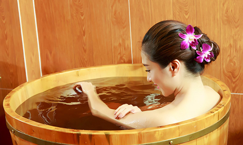 Hot bath with Dao people's herbs